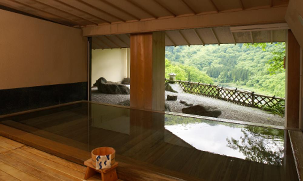 別館 古代檜の湯<br /> 本館には渓流展望風呂がございます。