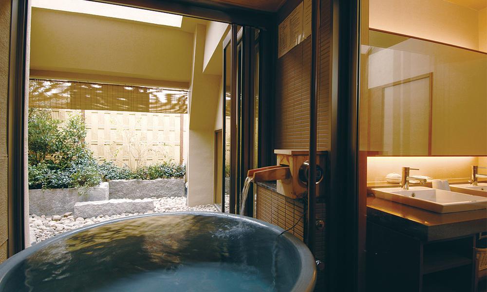 (露天風呂付)<br /> 2名1室2食付 ¥30,800〜