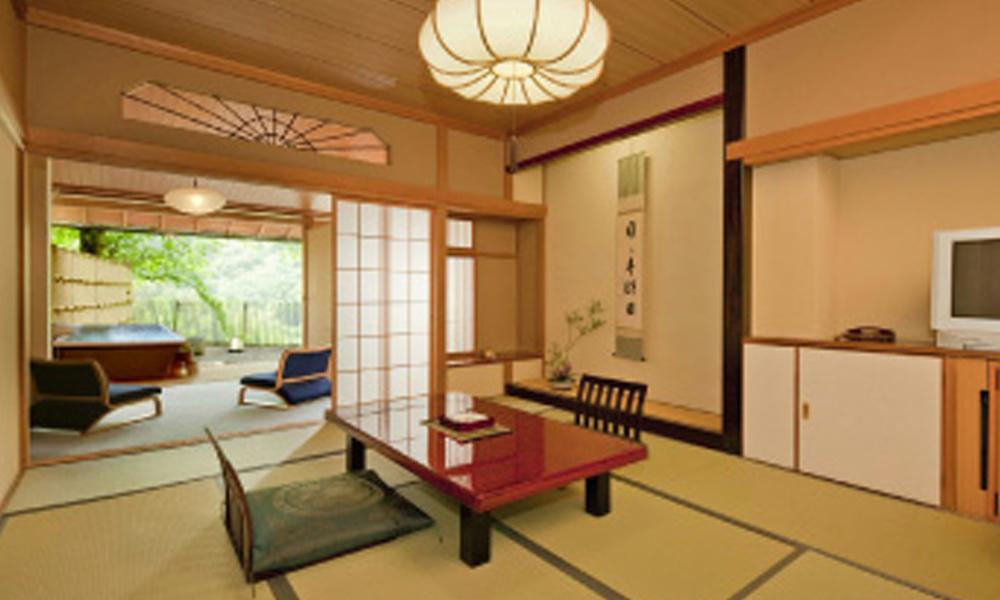 客室は12畳+広緑(40㎡)<br /> 2名1室2食付4名1室利用 ¥27,650〜