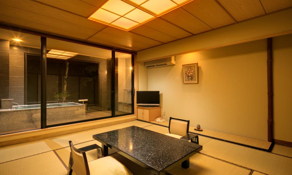 露天風呂付客室(和室10畳+広緑)<br /> 2名1室2食付 ¥27,650〜