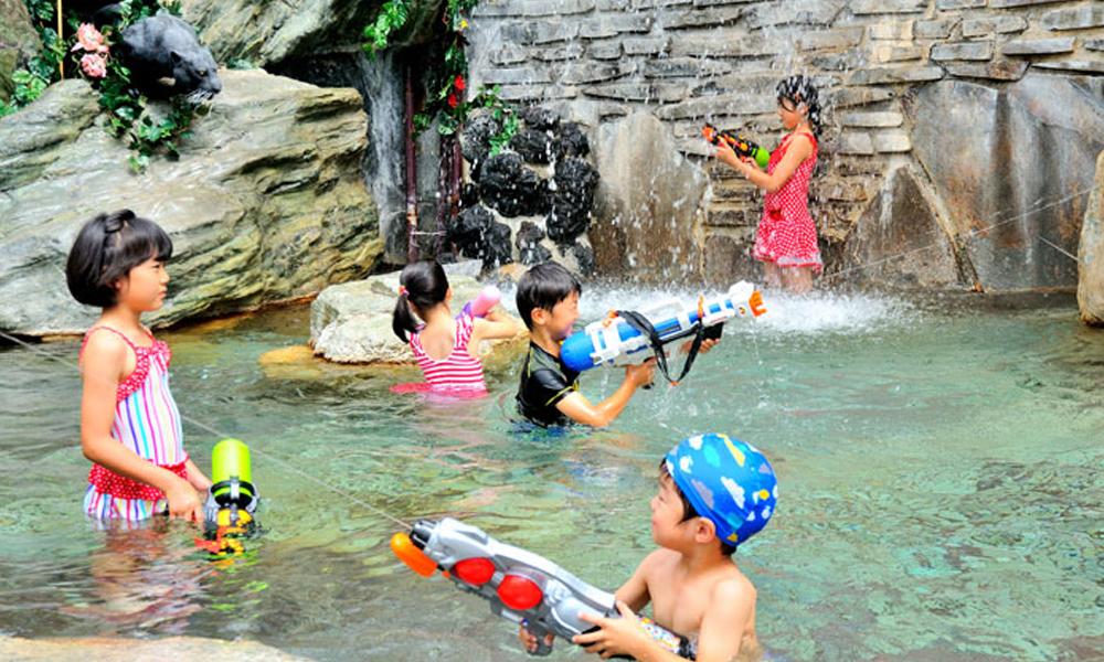 水着で遊べるジャングルスパ