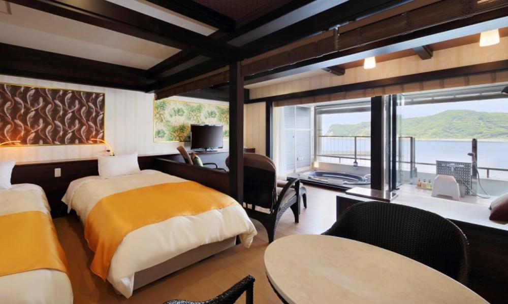 ジャグジー露天風呂付特別室(洋室)<br /> 2名1室2食付 ¥25,000~<br /> *一部部屋食可能/お湯はわかし湯となります。
